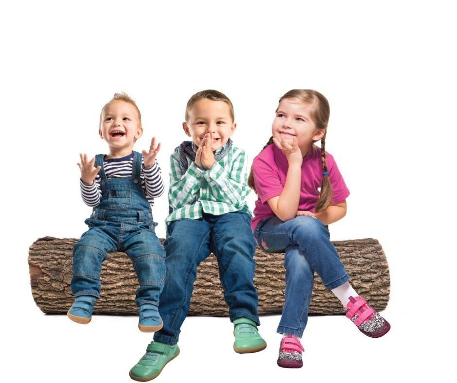 Kids glücklich mit Barfußschuhen